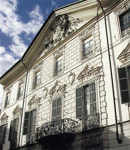Palazzo Costa Piacenza Facciata-2.jpg